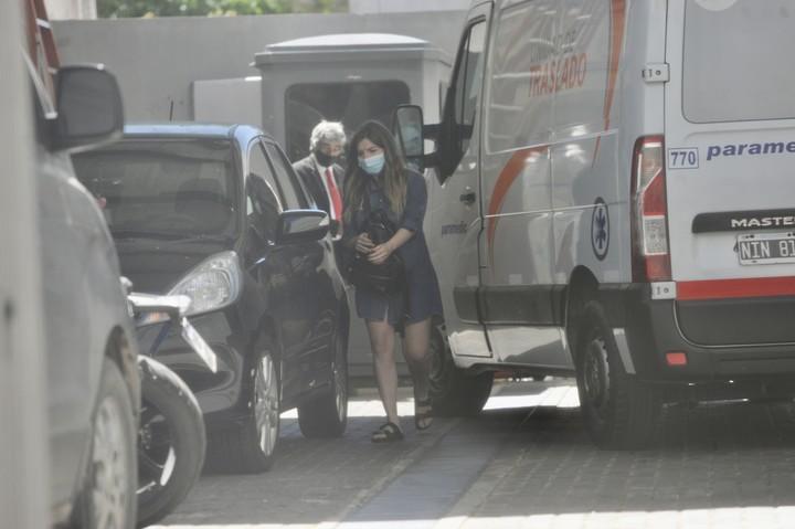 Dalma Maradona, al llegar a la Clínica Olivos el jueves por la tarde. Foto Juan Manuel Foglia