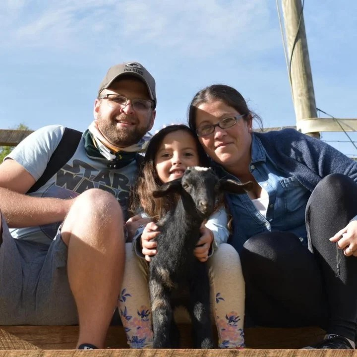 Emilia Radichi, junto a su hija Sophia, y su novio Justin.