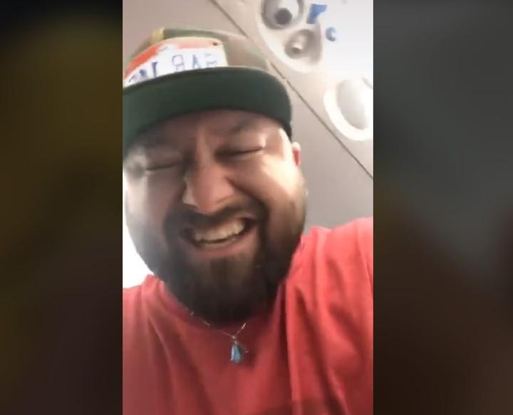 Brandon también estalló de risa. Foto Captura video.