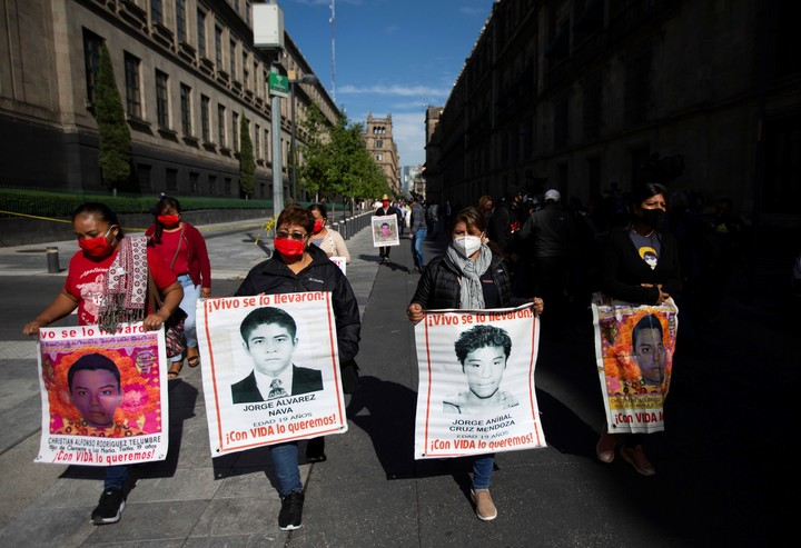 Relatives of the 43 missing youth in Ayotsinapa, Mexico, demand justice, in a march in October 2020 in Mexico City.  Photo: AP