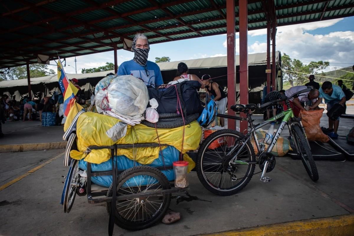 Douglas Pérez recorrió 3.800 km en bicicleta. / Foto Verónica Ravelo/MSF.