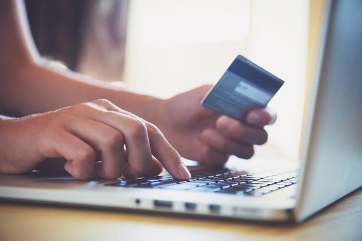 Es importante pagar las deudas de la tarjeta de crédito a tiempo. Foto Shutterstock.