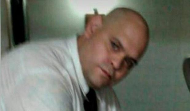 Diego Molina, el otro empleado que posó junto al cadáver.