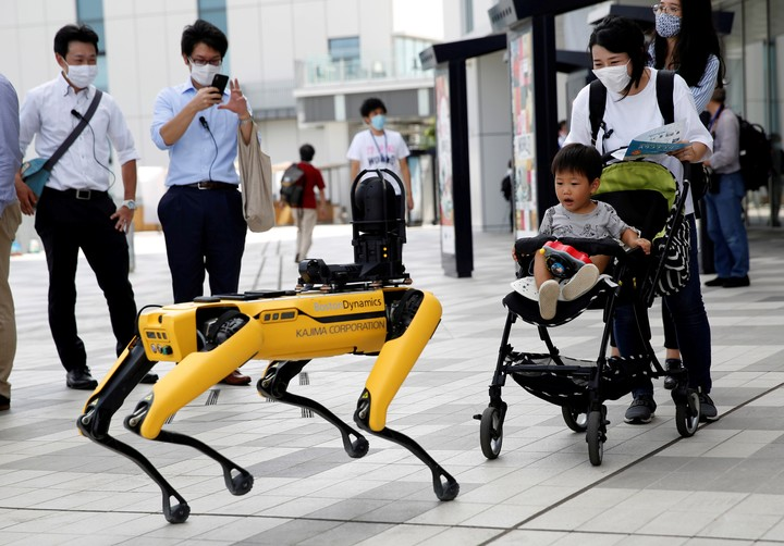 A robot in Tokyo.  Photo Reuters