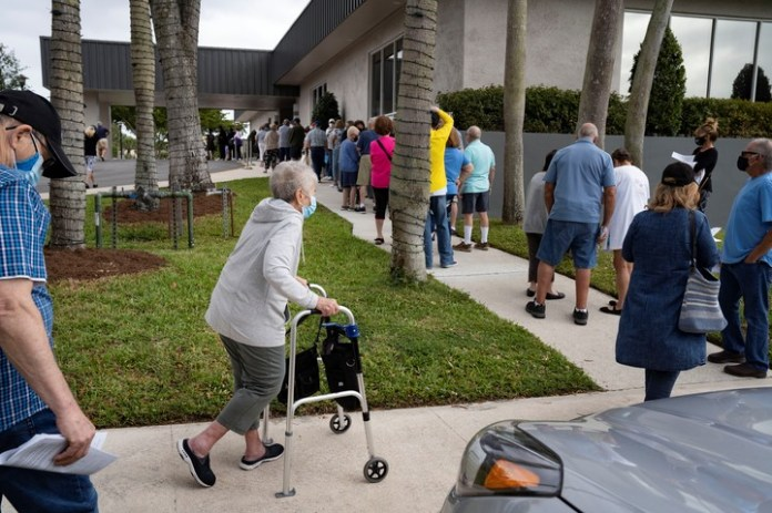 Elders in line to receive the COVID-19 vaccine in the United States.  Photo / AP