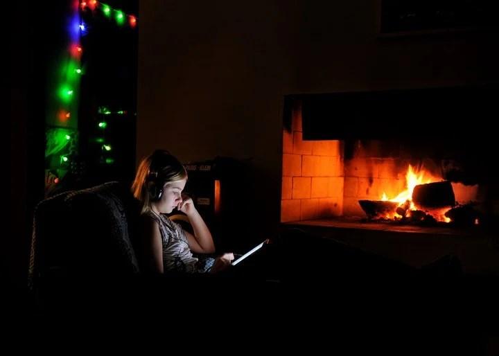 La mayoría de los teléfonos pueden quedar toda la noche cargando. Foto: Martin Bonetto.