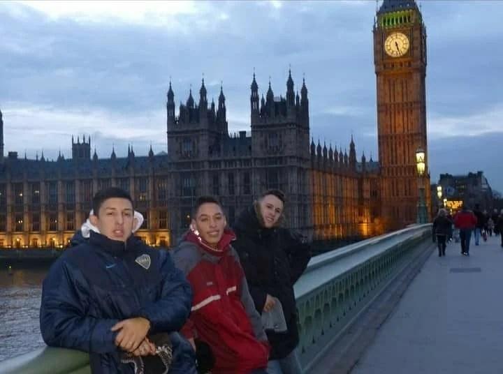 El fenómeno de Los Wachiturros llegó a Europa. Aquí Leito, Brian y Memo en Londres. Archivo.