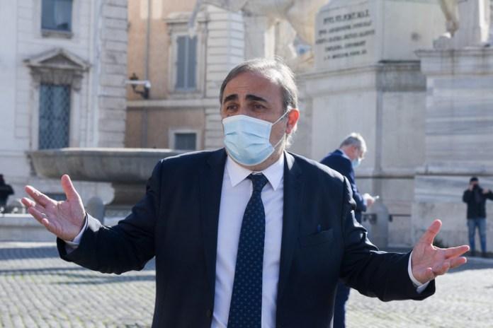 El senador italoargentino Ricardo Merlo a la salida Quirinal. Foto: Víctor Sokolowicz / archivo