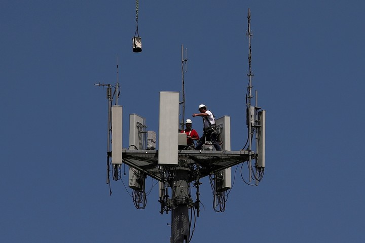 There are two types of antennas, Non-Stand-alone and Stand-alone, native to 5G.  Reuters photo