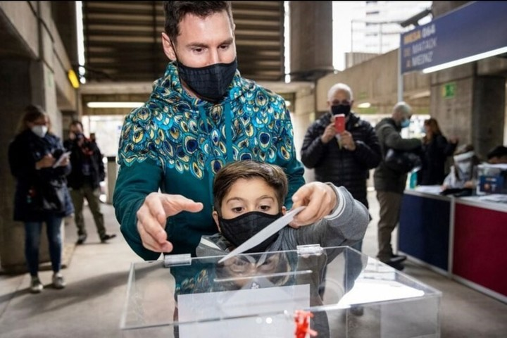 Lionel Messi voted on Sunday in the Barcelona elections with his son Thiago at the Camp Nou.