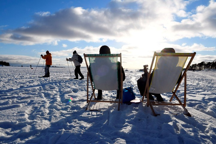 A sunny day in the middle of winter in Helsinki, Finland, in February.  A destination for Argentines?  Photo: AP