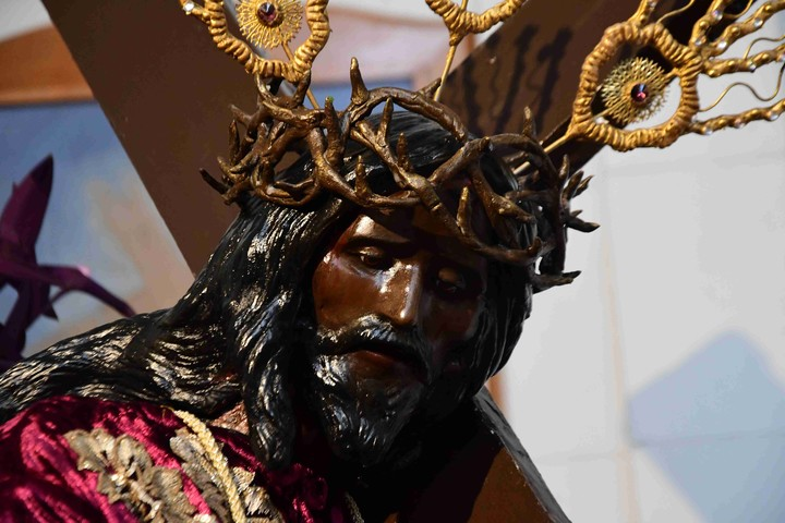 Moya affirms that the gesture of Jesus Christ represents the suffering of the migrants.  Photo Marcelo Carroll