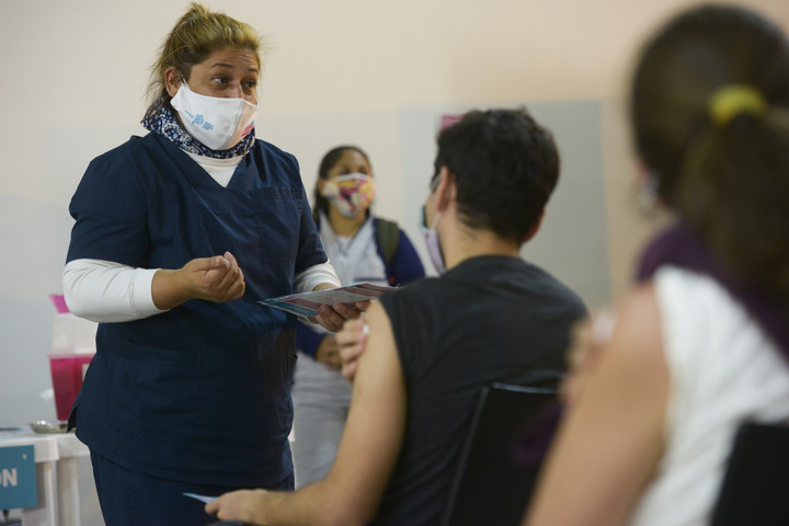 Vaccination in Tecnópolis.  Where you can see who is waiting their turn to get vaccinated in the Province of Buenos Aires.  Photo: Andrés D'Elía
