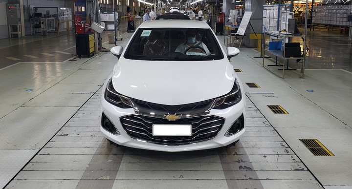 Chevrolet Cruze.  Up to $ 450,000 in 24 months at a 0% rate for 4 and 5-door bodies.