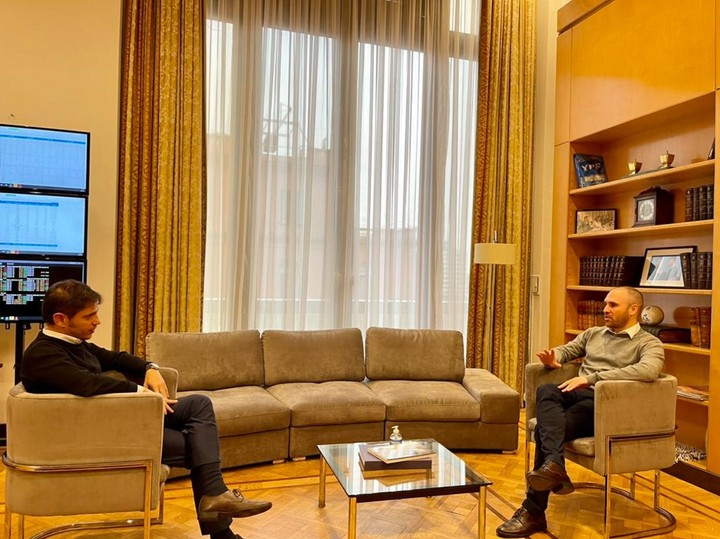 Guzmán and Kicillof meeting at the Ministry of Finance