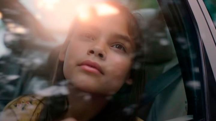Matilda (Ariana Greenblatt).  She can sleep ... Photo Netflix