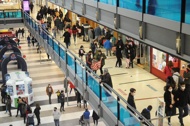 The Abasto shopping mall is the largest in the City and now has a capacity for 3,000 people.  Photo Juano Tesone