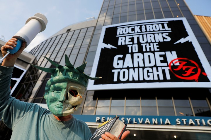 An anti-cradle protester dressed as the Statue of Liberty, outside Madison Square Garden before the show.  Reuters photo