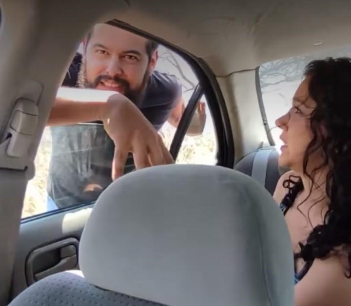 El hombre se da cuenta de todo pero ya es tarde (Captura de video).