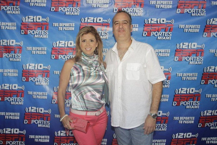 Manuel Lafont (54), the man who disappeared in the collapse of a building in Miami, along with his ex-wife, Colombian Adriana Lafont (41), who confirmed that he had not yet been found.  Facebook photo