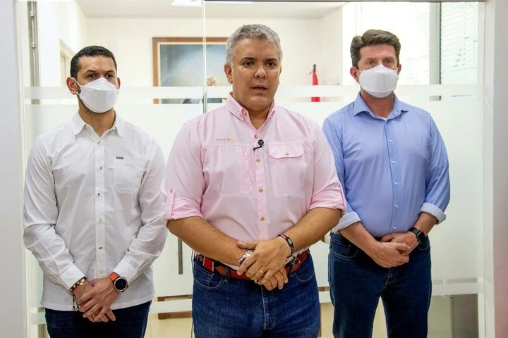 The president of Colombia, Iván Duque, with his Minister of the Interior, Daniel Palacios (left) and the Minister of Defense, Diego Molano, in Cúcuta, Colombia, this Friday.  Photo: AP