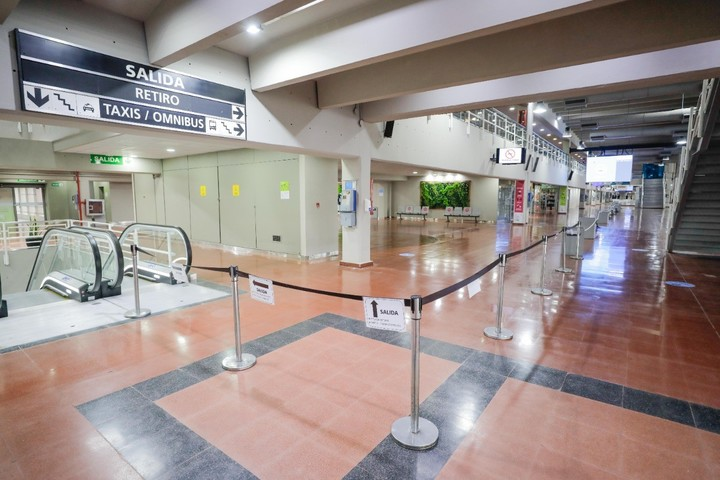 The circulation in hall and platforms is marked by protocol.  Photo: Ministry of Transportation of the Nation