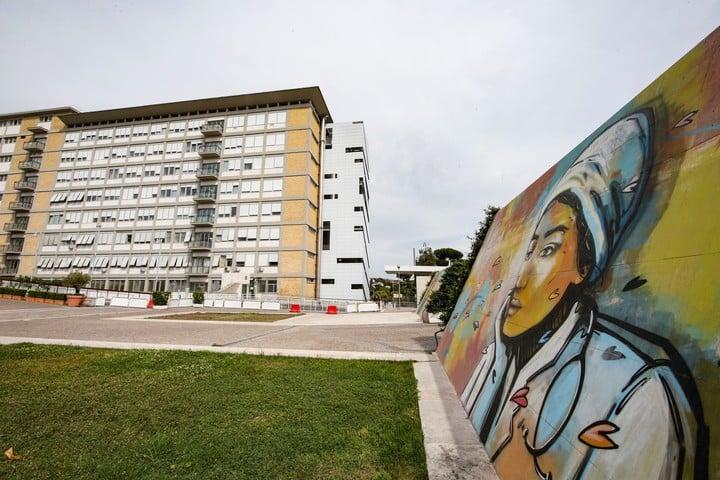 El hospital Gemelli, donde se encuentra el papa Francisco. Foto: EFE