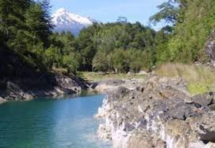 Sotomó is located on the banks of the Puelo River and can only be accessed by river.