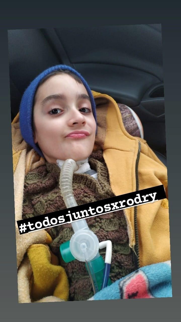 Ángel Di María had a nice gesture with Rodrigo, a boy with a virus that attacked his bone marrow.  Facebook photo