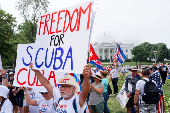 A protest in support of the demonstrations against the government of Cuba.  this Monday in front of the White House, in Washington.  Photo: AP