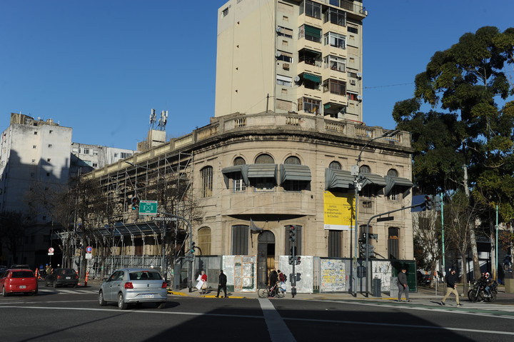 With the demolition of the Old Town Workshop School, which was stopped by a judicial measure, they hope to move forward with the construction of the Metrobus from Bajo to La Boca.  Photo: Juano Tesone