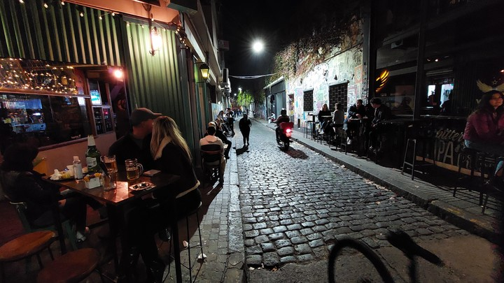 Until two weeks ago, the cut-off time for gastronomic activity and shops was midnight.  Photo Martín Bonetto