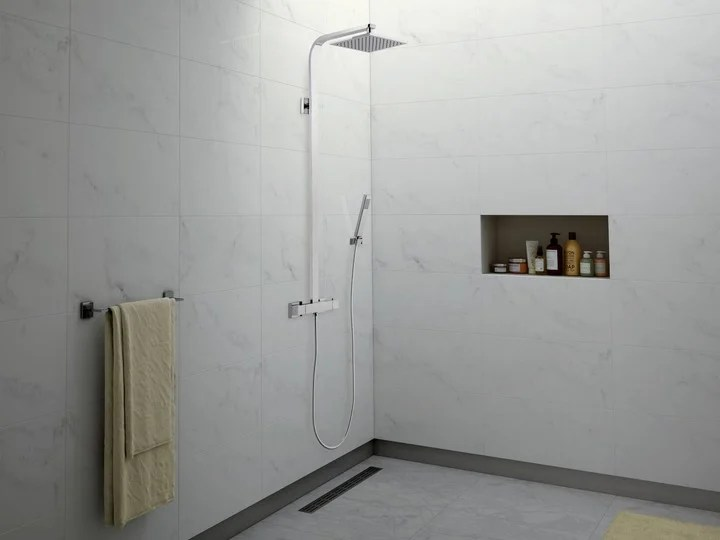 FV thermostatic outdoor shower from the Dominic New 85N line. Compatible with the traditional system.