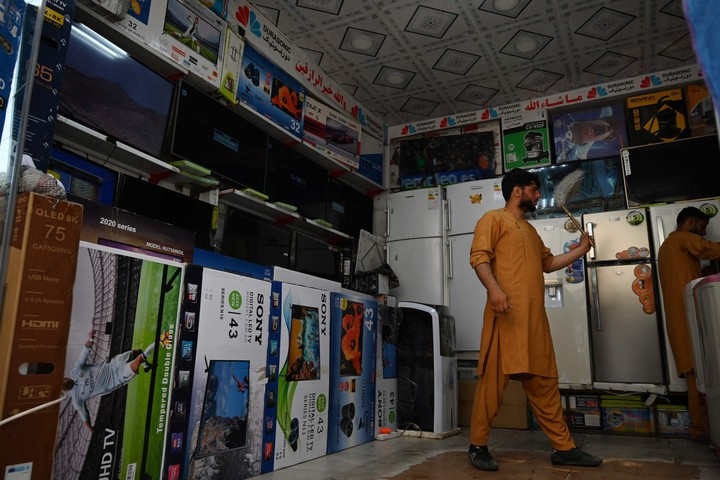 Electronics sellers in Kabul fear for the future of their sales.  Photo: AFP