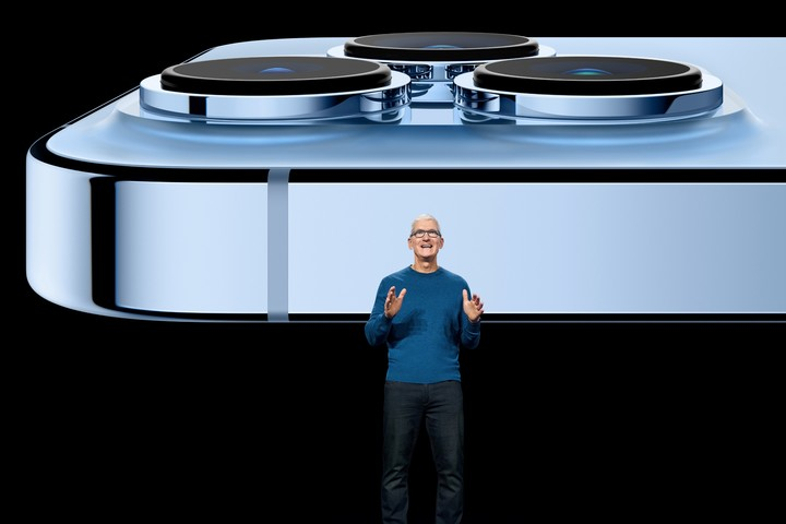 The new iPhone 13, presented by Tim Cook.  Photo REUTERS