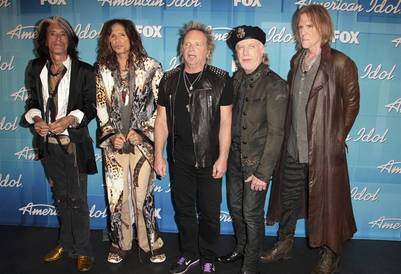 "The members of Aerosmith arrive at the 11th season finale of ""American Idol"" in Los Angeles, California, May 23, 2012. REUTERS/Jason Redmond (UNITED STATES  - Tags: ENTERTAINMENT) california eeuu Steven Tyler  Joe perry    Joey Kramer musica integrantes grupo aerosmith final programa american idol"