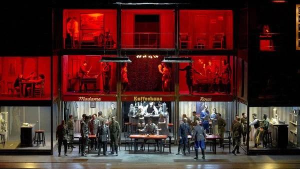 """Simultaneidad. """"Die Soldaten"""", la obra de Zimmermann, se desarrolla en planos escénicos y musicales superpuestos.  (Foto: Teatro Colón)"""