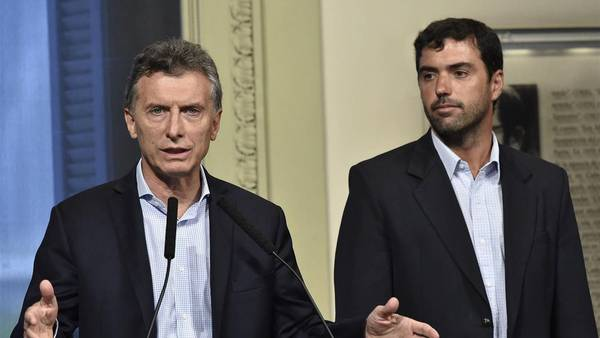 El presidente Mauricio Macri  junto al titular de la Anses, Emilio Basavilbaso.