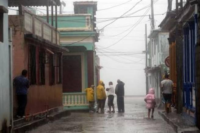 El huracán Matthew golpea fuerte en Cuba. La imagen de la ciudad de Baracoa. EFE