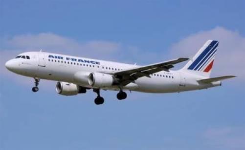 Airbus A320. Un avión similar al que casi choca con un dron en París. Fue en marzo, en el aeropuerto Charles de Gaulle.