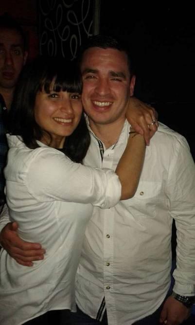 Nicolás Silva, desaparecido desde el 4 de octubre, con su mujer.