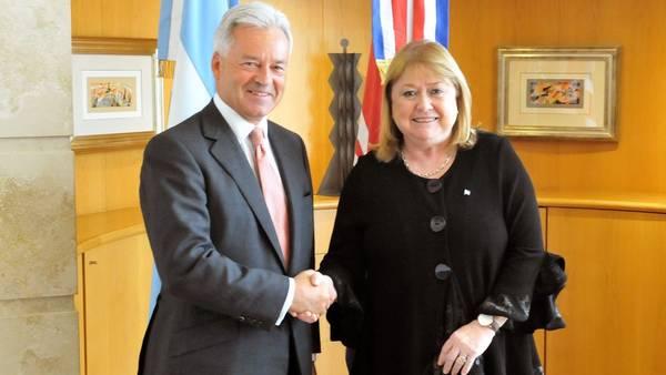 Fotografía cedida por el Ministerio de Relaciones Exteriores de Argentina El ministro de Estado británico para Europa y las Américas, Alan Duncan y la canciller Susana Malcorra
