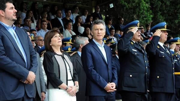 El presidente Macri junto a Patricia Bullrich y otros funcionarios. (DYN / PRESIDENCIA)