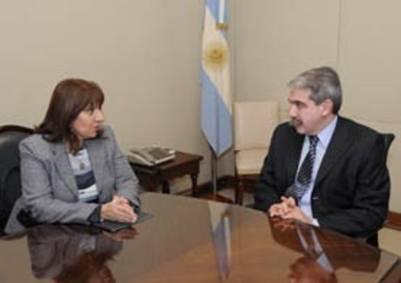 María del Carmen Falbo durante una reunión con Anibal Fernández.