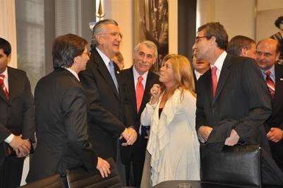 María Riofrio, en 2010, con el entonces gobernador José Luis Gioja, hoy jefe del PJ.