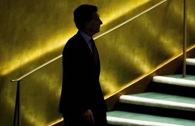 Mauricio Macri camina al estrado de la Asamblea General de Naciones Unidas. (EFE)