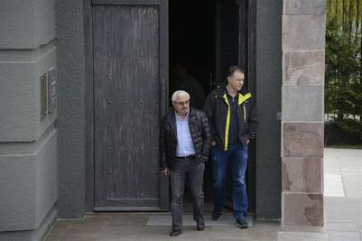 Osvaldo Sanfelice junto a Cristóbal López salen del Mausoleo de Néstor Kirchner en Río Gallegos - Foto: OPI Santa