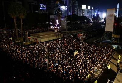 Festejos por el Bicentenario frente al teatro Colón. (Fernando De La Orden)