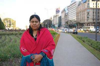 Sarapura, cerca de la esquina de Lavalle y 9 de Julio: detrás de ella se realizará, en el pequeño pedazo de tierra de la Plaza de la República, el ritual de la Pachamama | Silvana Boemo