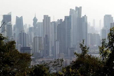 A los imponentes rascacielos que se levantan en la capital se agregaron dos islas artificiales (REUTERS/Carlos Jasso).